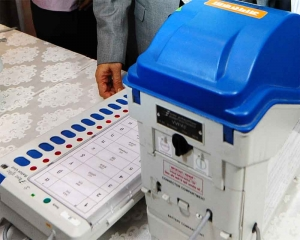 Moderate polling recorded in initial hours, EVM glitches in Bihar, Kerala