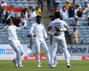 Pacers keep up pressure as South Africa reeling at 136 for 6 at lunch