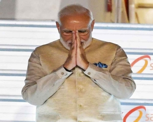PM Modi shows he practises what he preaches on cleanliness