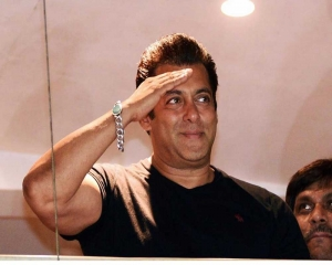Salman completes 31 yrs in B'wood, thanks film industry