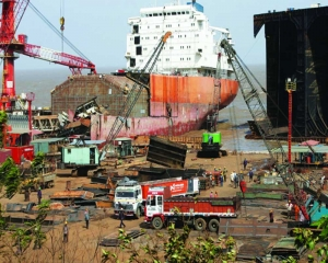 Ship-breaking poisoning the environment