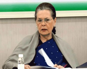Sonia speaks to Pawar, authorises 3 senior leaders to hold talks with NCP