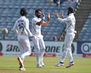 South Africa were 197-8 at tea on day 3 of second Test