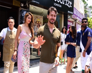 Tiger protects Disha from fans while leaving eatery
