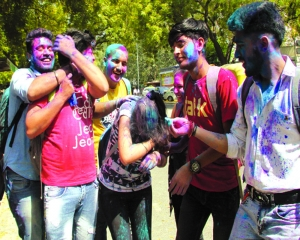 Tight police bandobast to ensure safe Holi