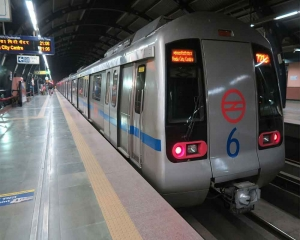 Woman commits suicide at Noida metro station