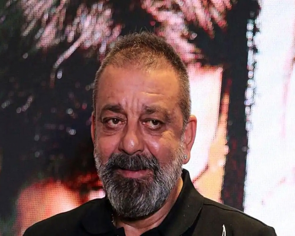 Sanjay Dutt pays tributes to father Sunil Dutt on death anniversary