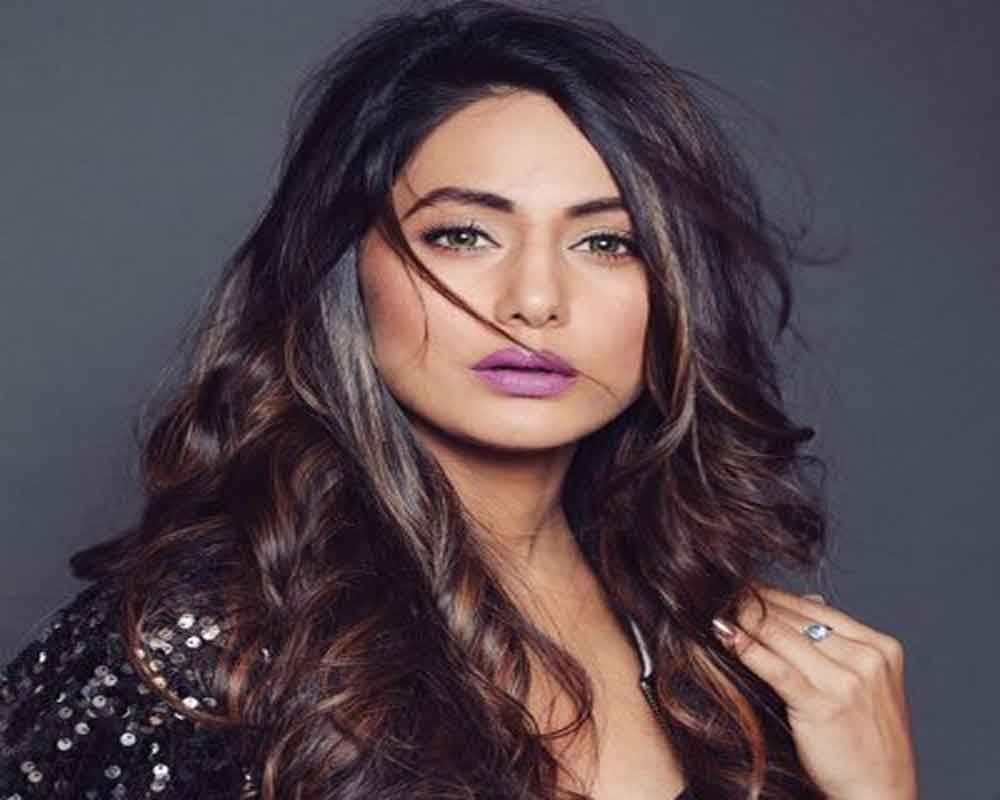 Hina Khan suggests against using alcohol-based sanitiser to wipe phones