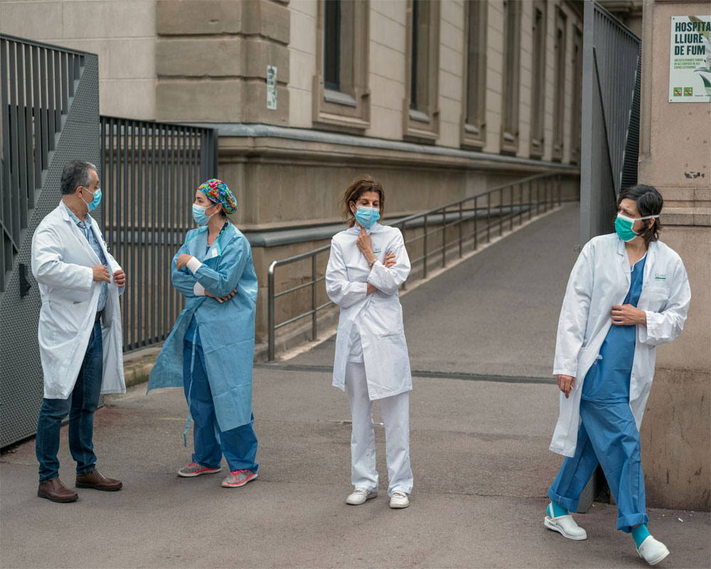 More than 900 virus deaths in Spain for second day