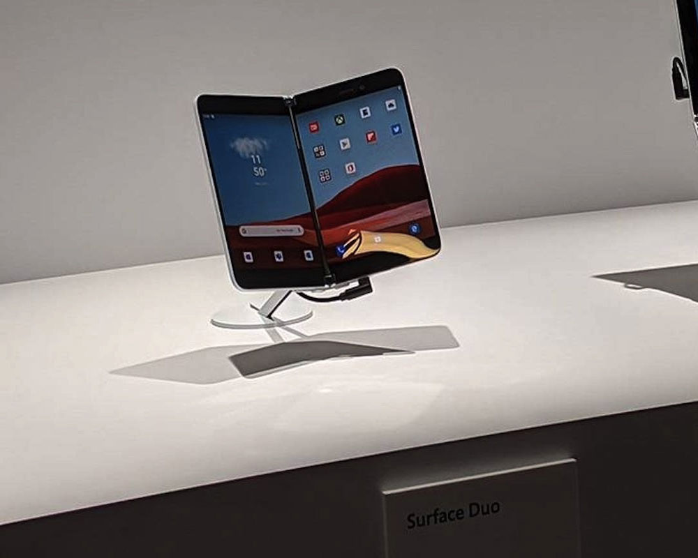 Surface Duo to come with 'app group' multitasking feature