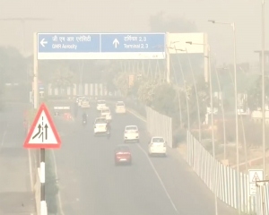 Delhi''s air quality continues to be ''very poor''