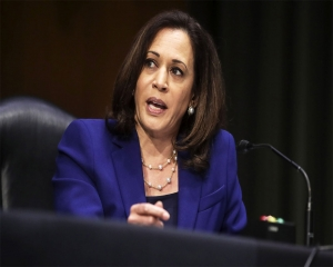 Harris to voters: Don''t give up as Trump rushes court pick