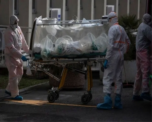 Italy records almost 1,000 virus deaths in one-day record