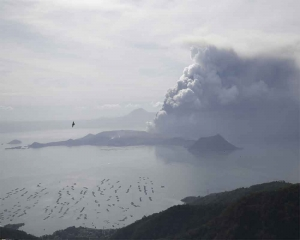 Philippines says danger high despite volcano 'lull'