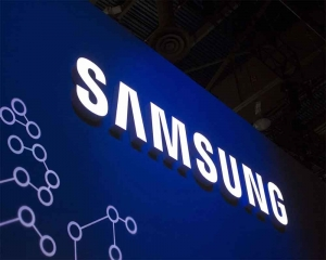 Samsung, Facebook donate smartphones, video-calling devices