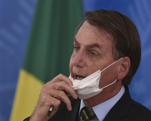 Video calls, separate bedrooms: Bolsonaro's first COVID week