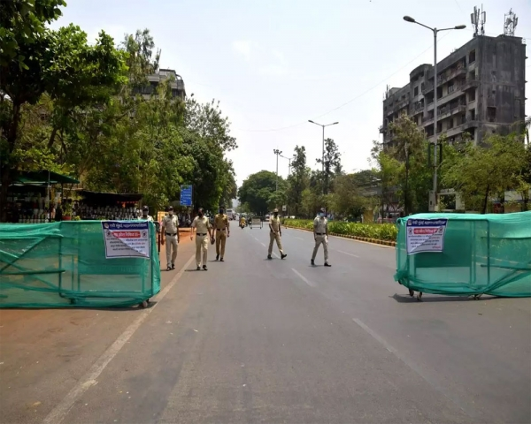 Maha: Streets, markets deserted as 1st weekend lockdown comes into force