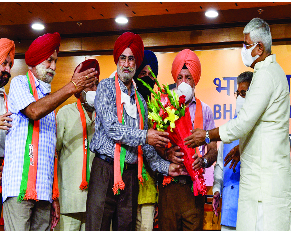 BJP gains 6 prominent  Sikh faces in Punjab