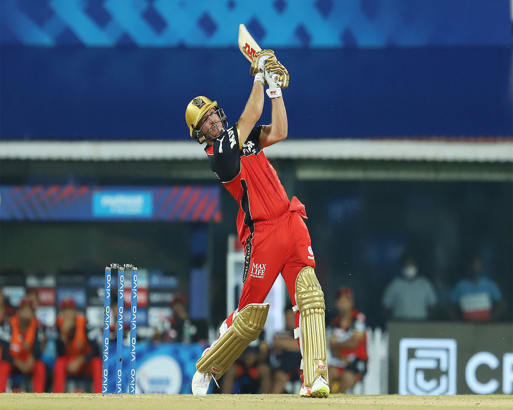 De Villiers guides RCB to two-wicket victory over MI