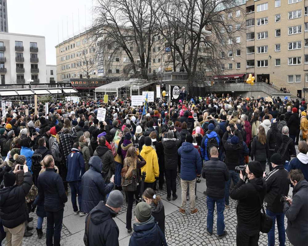 Hundreds gather in illegal COVID-19 protest in Stockholm