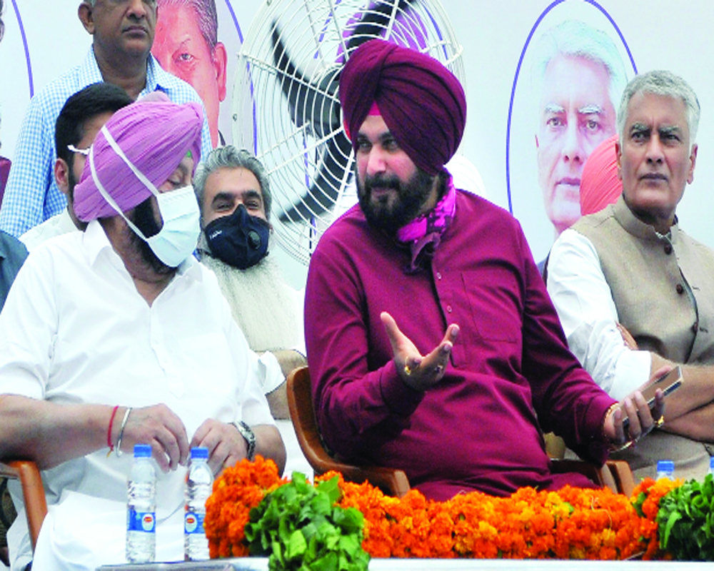 I'm in full form to play new innings for people: Sidhu