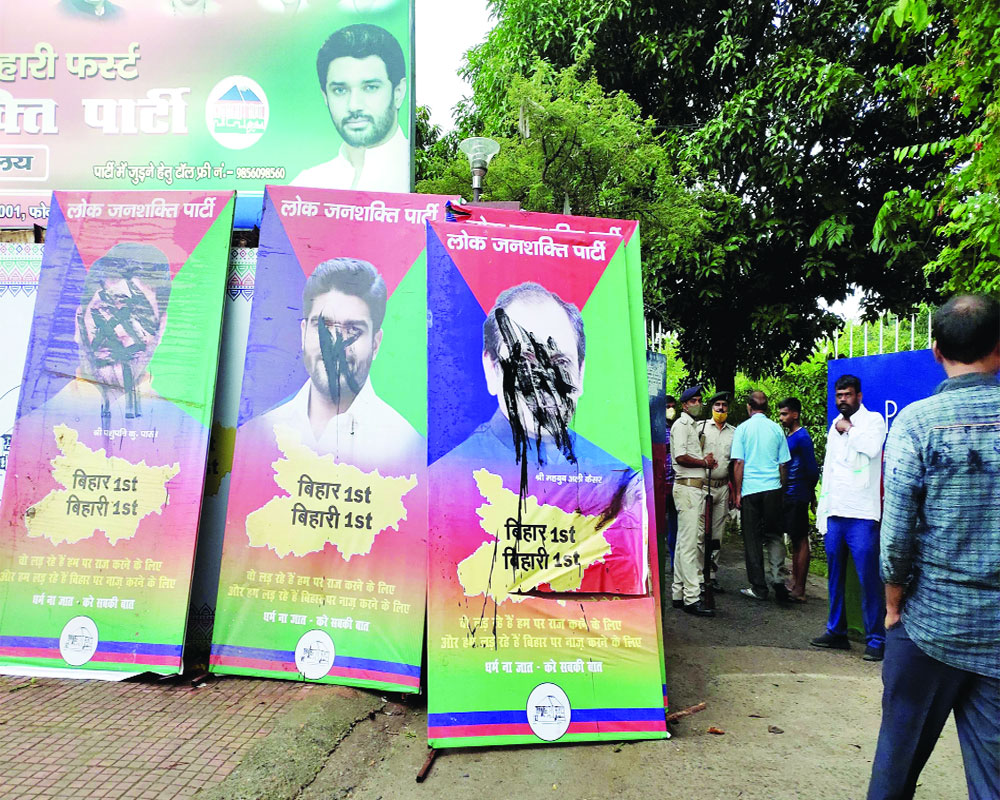 LJP wide open: Chirag, Paras try to pull strings