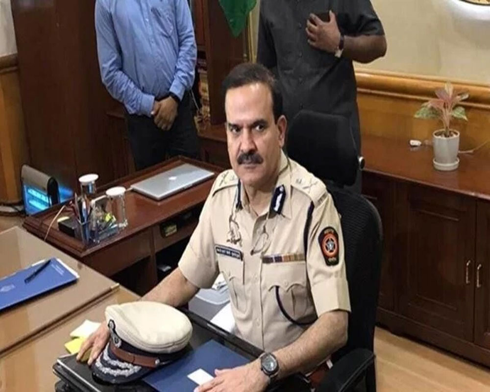 Maha minister asked cops to collect Rs 100 cr per month: Singh
