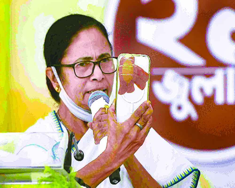 Sink your differences to overthrow saffron regime: Didi to Opp