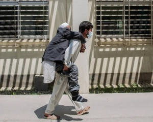 Afghanistan running out of oxygen as COVID surge worsens