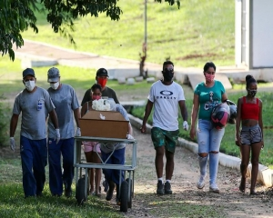 Brazil's daily deaths from COVID pass 4,000 for first time