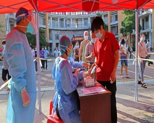 China reports 62 new cases, 1 billion vaccinated