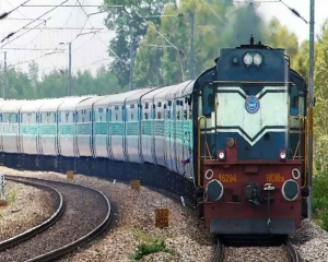 Delivered 7,900 tonnes of medical oxygen to 12 states so far: Railways