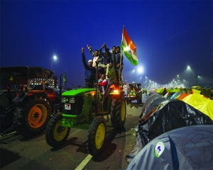 Farmers defer tractor march to Jan 7