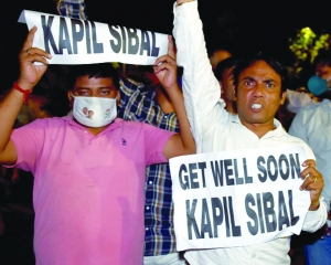 G23 stands by Sibal after his house attacked
