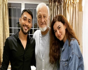 Gauahar Khan's father passes away
