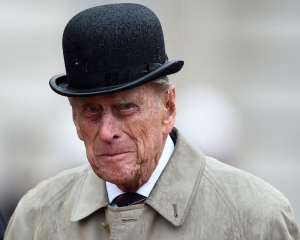 Gun salutes honour Prince Philip as UK enters eight-day mourning