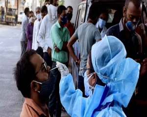 India records 34,403 COVID-19 cases, 320 deaths