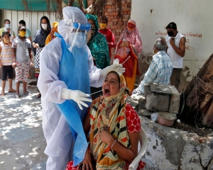 India records 43,071 new COVID-19 cases, 955 deaths