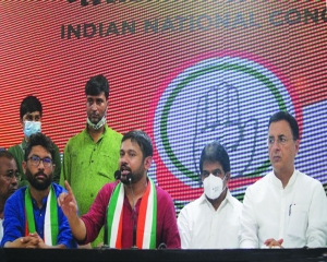 Leftist Kanhaiya turns  right to embrace Cong