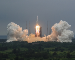 Main stage of Chinese rocket likely to plunge to Earth soon