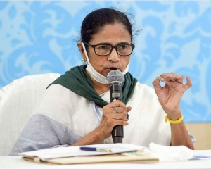 Media independence cannot be curtailed, newspapers going through era of degeneration: Mamata