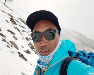 Nepali guide breaks own record by climbing Everest 25 times
