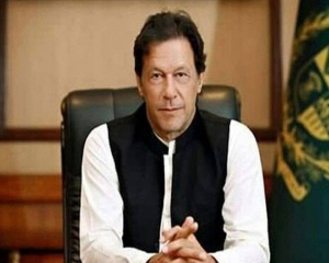 Pak PM Imran Khan faces flak for holding in-person meeting despite being infected with coronavirus