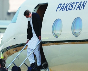 Pak PM reaches Lanka, Delhi allows Imran plane to fly over Indian airspace