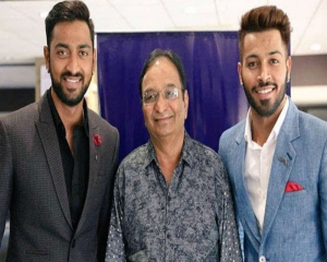 Pandya brothers' father Himanshu dies, Krunal leaves bio-bubble at SMAT