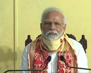 PM Modi speaks to Uddhav Thackeray on Cyclone Tauktae related situation in state