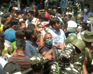 Protests erupt across Bengal after arrest of TMC leaders in Narada sting case