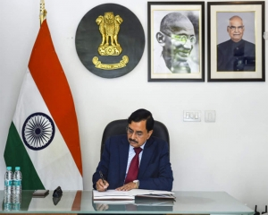Sushil Chandra assumes charge as Chief Election Commissioner