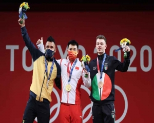 Tokyo 2020 allows temporary removal of masks on the podium
