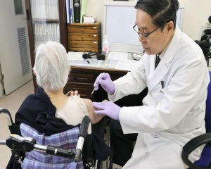 Tokyo adopts tougher virus rules, starts vaccinating elders